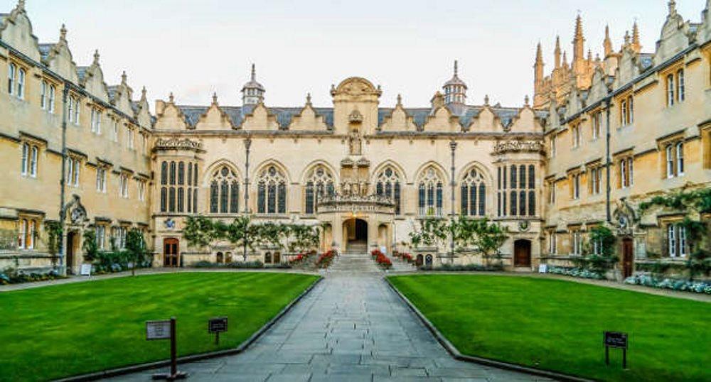 Превод и легализация на документи за кандидатстване в Англия